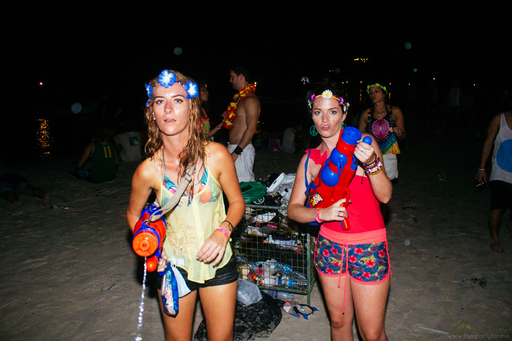 Best of Full Moon Party 2014 Photo 9. Girls and water guns.